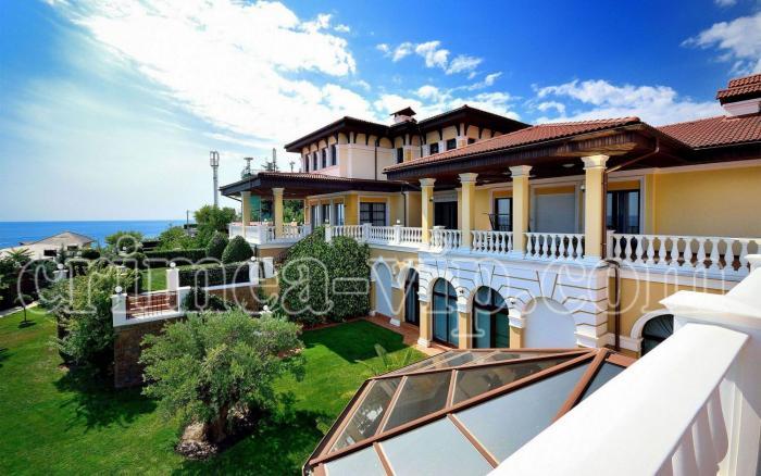 ПН-801. Продажа Резиденции из 3-х вилл в Ливадии.