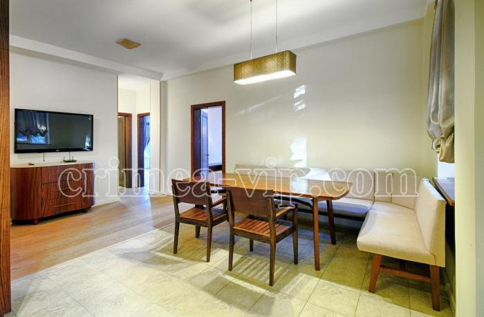 АП-355.  Апартаменты  с двумя спальнями в Гурзуфе с видом на море и Аю Даг