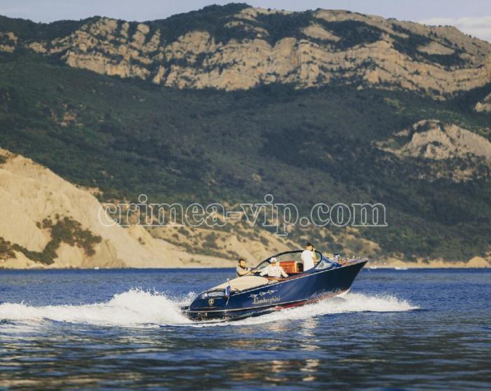 АЯ-930. Скоростной катер LAMBORGHINI